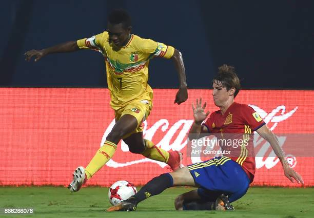 Juan Miranda of Spain and Hadji Drame of Mali vie for the ball during the second semi final football match between Mali and Spain in the FIFA U17...