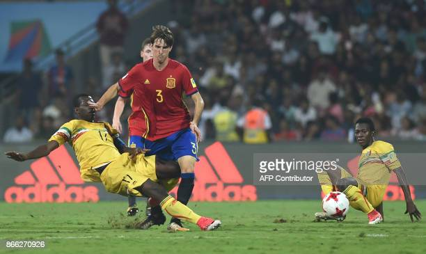Juan Miranda of Spain and Mamadou Samake of Mali vie for the ball during the second semi final football match between Mali and Spain in the FIFA U17...