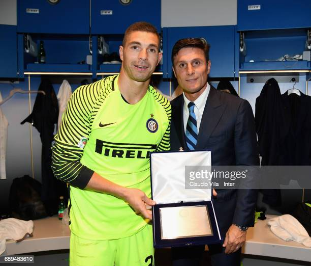 Juan Pablo Carrizo and Vice President of FC Internazionale Milano Javier Zanetti pose with prize at the end the Serie A match between FC...