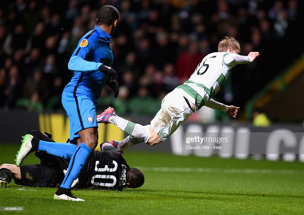 Juan Pablo Carrizo of FC Internazionale #30 and Gary Mackay Steven of Celtic compete for the ball during the UEFA Europa League Round of 32 match between Celtic FC and FC Internazionale Milano at Celtic Park on February 19, 2015 in Glasgow, United Kingdom.