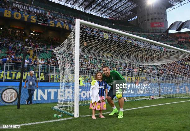 Juan Pablo Carrizo of FC Internazionale and his daughter pose during the Serie A match between FC Internazionale and Udinese Calcio at Stadio...