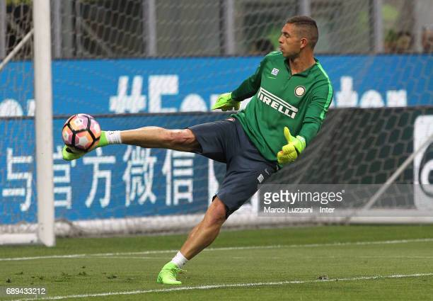 Juan Pablo Carrizo of FC Internazionale warms up ahead of the Serie A match between FC Internazionale and Udinese Calcio at Stadio Giuseppe Meazza on...