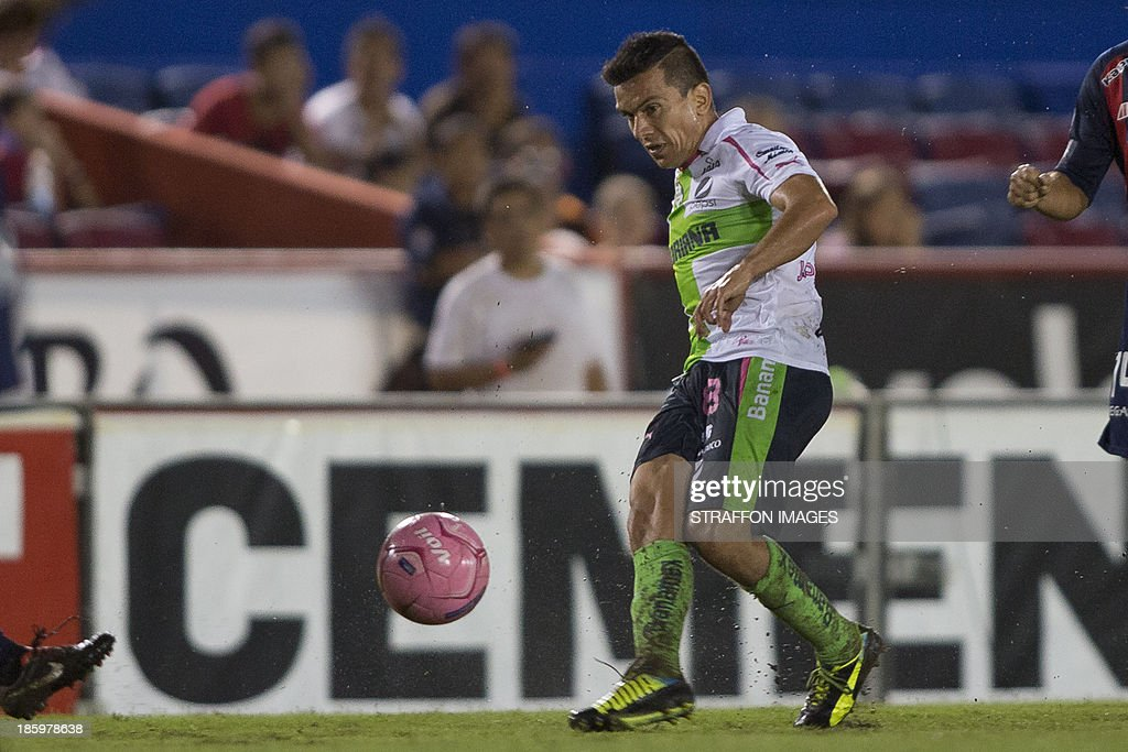 Juan Pablo Rodriguez of Santos receives the ball during a match between Atlante and Santos Laguna as part of the Apertura 2013 Liga MX at Olympic Stadium Andres Quintana Roo on October 26, 2013 in Cancun, Mexico.