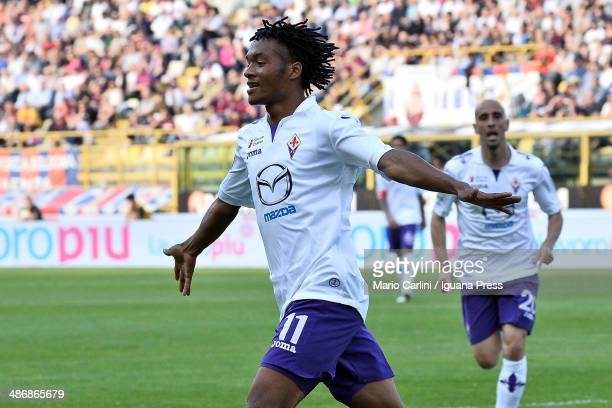 Juan Quadrado of ACF Fiorentina celebrates after scoring the opening goal during the Serie A match between Bologna FC and ACF Fiorentina at Stadio...