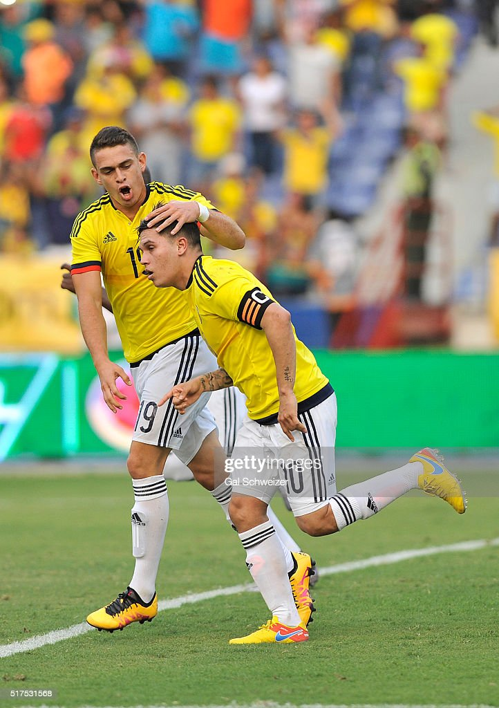 Juan Quintero (R) of Colombia celebrates with teammate Rafael Borre (L) after scoring the opening goal during a U-23 Olympic Qualifying Playoff match between Colombia and USA at Metropolitano Roberto Melendez Stadium on March 25, 2016 in Barranquilla, Colombia.