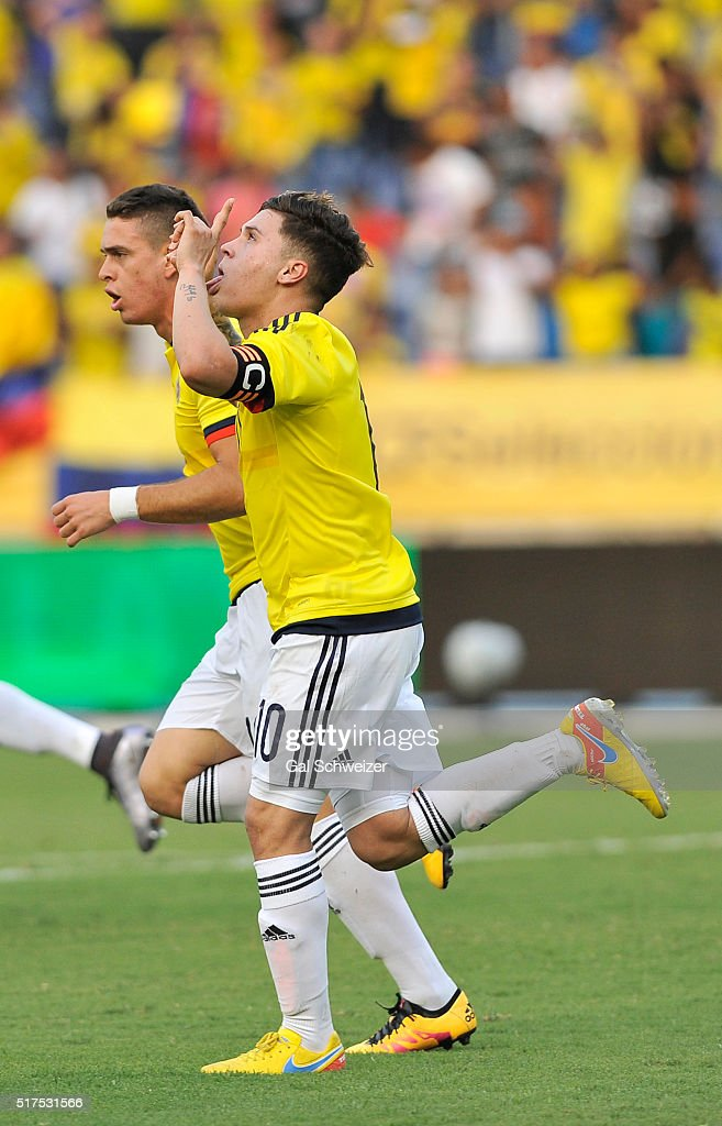 Juan Quintero (C) of Colombia celebrates with teammates after scoring the first goal of his team during a U-23 Olympic Qualifying Playoff match between Colombia and USA at Metropolitano Roberto Melendez Stadium on March 25, 2016 in Barranquilla, Colombia.