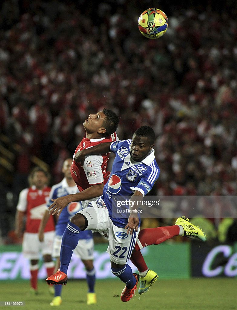 Juan Roa of Independiente Santa Fe fights for the ball with Yuber Asprilla of Millonarios during a match between Independiente Santa Fe and Millonarios as part of the Liga Postobon II at Nemesio Camacho Stadium on September 21, 2013 in Bogota, Colombia.