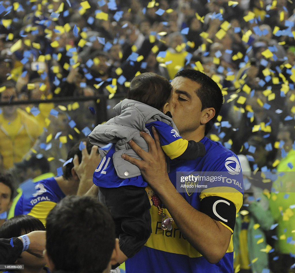 <a gi-track='captionPersonalityLinkClicked' href=/galleries/search?phrase=Juan+Roman+Riquelme&family=editorial&specificpeople=243174 ng-click='$event.stopPropagation()'>Juan Roman Riquelme</a>, of Boca Jrs, during the first leg of the Copa Libertadores 2012 semi-finals between Boca Jrs and Universidad de Chile at Bombonera Stadium on June 14, 2012 in Buenos Aires, Argentina.