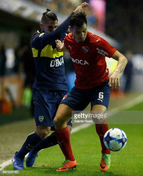 Juan Sanchez Miño of Independiente fights for the ball with Oscar Benitez of Boca Juniors during a match between Boca Juniors and Independiente as...