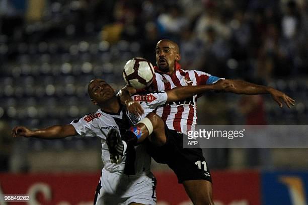Juan Sebastian Veron of Argentina's Estudiantes de La Plata vies for the ball with Edgar Gonzalez of Peru's Alianza Lima during a Libertadores Cup...