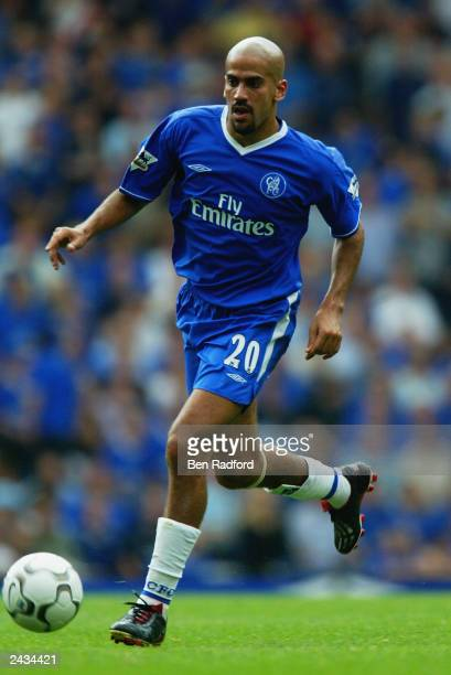 Juan Sebastian Veron of Chelsea runs with the ball during the FA Barclaycard Premiership match between Chelsea and Leicester City held on August 23...
