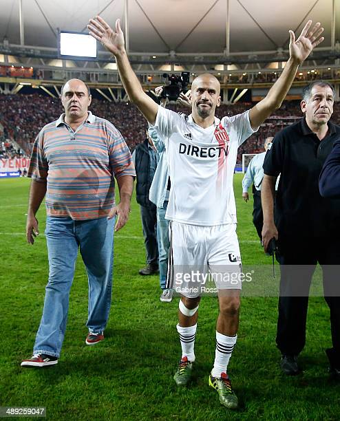 Juan Sebastian Veron of Estudiantes cheers after the match between Estudiantes and San Lorenzo as part of Torneo Final 2014 at Ciudad de La Plata...