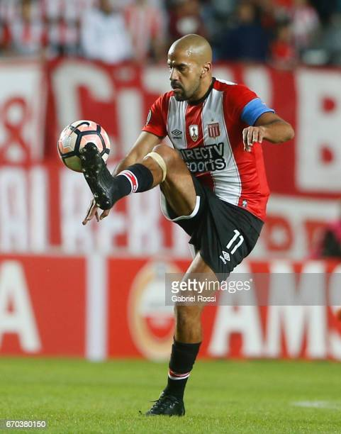 Juan Sebastian Veron of Estudiantes controls the ball during the group stage match between Estudiantes and Atletico Nacional as part of Copa CONMEBOL...