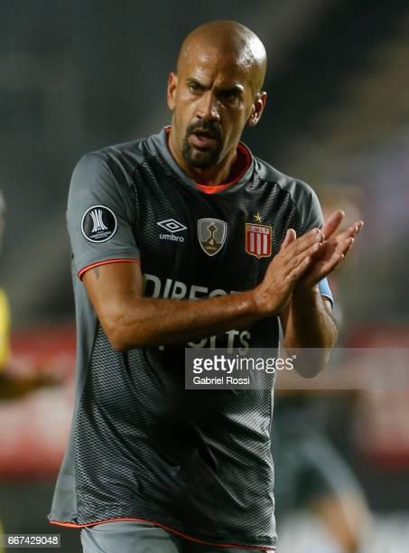 Juan Sebastian Veron of Estudiantes gestures during a match between Estudiantes and Barcelona SC as part of Copa Conmebol Libertadores Bridgestone...