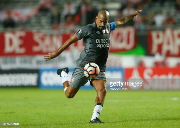 Juan Sebastian Veron of Estudiantes kicks the ball during a match between Estudiantes and Barcelona SC as part of Copa Conmebol Libertadores...
