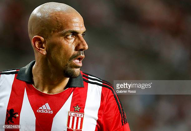 Juan Sebastian Veron of Estudiantes looks on during a match between Estudiantes and Lanus as part of third round of Torneo Final 2014 at Ciudad de La...