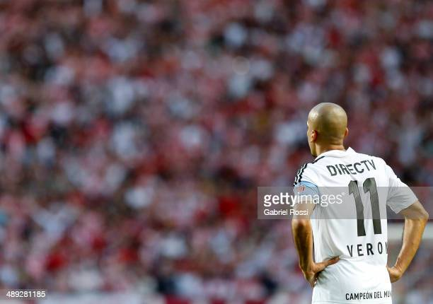 Juan Sebastian Veron of Estudiantes looks on during a match between Estudiantes and San Lorenzo as part of Torneo Final 2014 at Ciudad de La Plata...