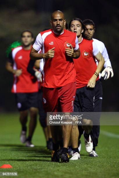 Juan Sebastian Veron of Estudiantes LP and Leandro Gonzalez run during the training session at the Sultan Bin Zayed training ground on December 10...