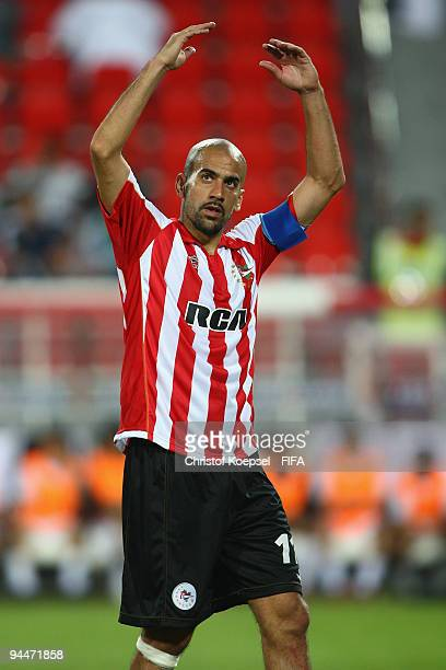Juan Sebastian Veron of Estudiantes LP celebrates with the fans during the FIFA Club World Cup semifinal match between Pohang Steelers and...
