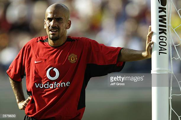 Juan Sebastian Veron of Manchester United guards the near post during the USA Tour match between Club America and Manchester United held on July 27...