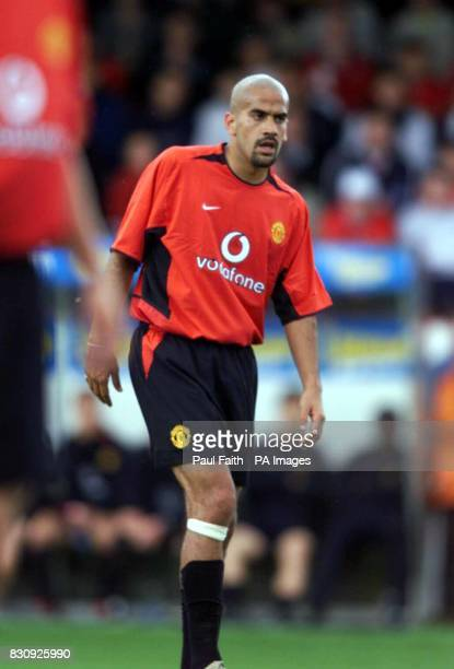 Juan Sebastian Veron of Manchester United in Dublin during a preseason friendly match THIS PICTURE CAN ONLY BE USED WITHIN THE CONTEXT OF AN...