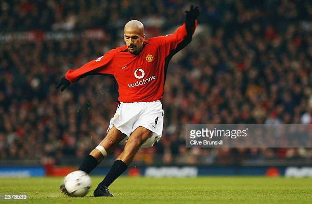 Juan Sebastian Veron of Manchester United striking the ball from a freekick which results in a goal during the FA Barclaycard Premiership match...
