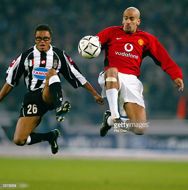 Juan Sebastian Veron of Manchester United wins the ball ahead of Edgar Davids of Juventus during the UEFA Champions League Second Phase Group D match...