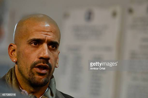 Juan Sebastian Veron reacts during a match between Estudiantes and Racing Club as part of Torneo de Transicion 2014 at Ciudad de la Plata Stadium on...