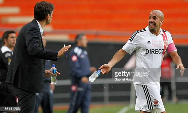 Juan Sebastian Veron talks with Mauricio Pellegrino coach of Estudiantes during a match between Estudiantes and Quilmes as part of the 13th round of...
