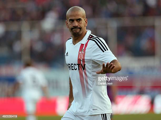 Juan Sebastián Verón gestures during a match between Tigre and Estudiantes as part of 19th round of Torneo Final 2014 at José Dellagiovanna Stadium...