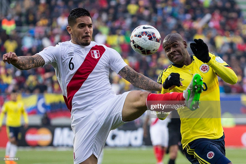 <a gi-track='captionPersonalityLinkClicked' href=/galleries/search?phrase=Juan+Vargas+-+Soccer+Player&family=editorial&specificpeople=4167791 ng-click='$event.stopPropagation()'>Juan Vargas</a> of Peru fights for the ball with Carlos Sanchez of Colombia during the 2015 Copa America Chile Group C match between Colombia and Peru at Municipal Bicentenario Germán Becker Stadium on June 21, 2015 in Temuco, Chile.