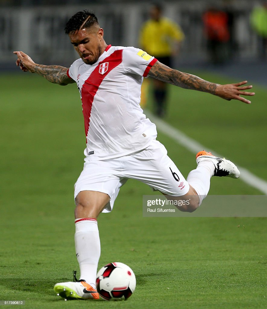 <a gi-track='captionPersonalityLinkClicked' href=/galleries/search?phrase=Juan+Vargas+-+Soccer+Player&family=editorial&specificpeople=4167791 ng-click='$event.stopPropagation()'>Juan Vargas</a> of Peru takes a shot during a match between Peru and Venezuela as part of FIFA 2018 World Cup Qualifiers at Nacional Stadium on March 24, 2016 in Lima, Peru.