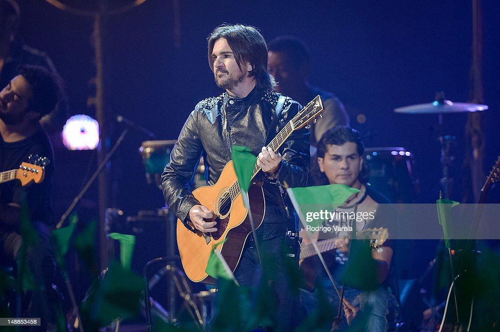 <a gi-track='captionPersonalityLinkClicked' href=/galleries/search?phrase=Juanes&family=editorial&specificpeople=202467 ng-click='$event.stopPropagation()'>Juanes</a> onstage during the Univision's Premios Juventud Awards at Bank United Center on July 19, 2012 in Miami, Florida.