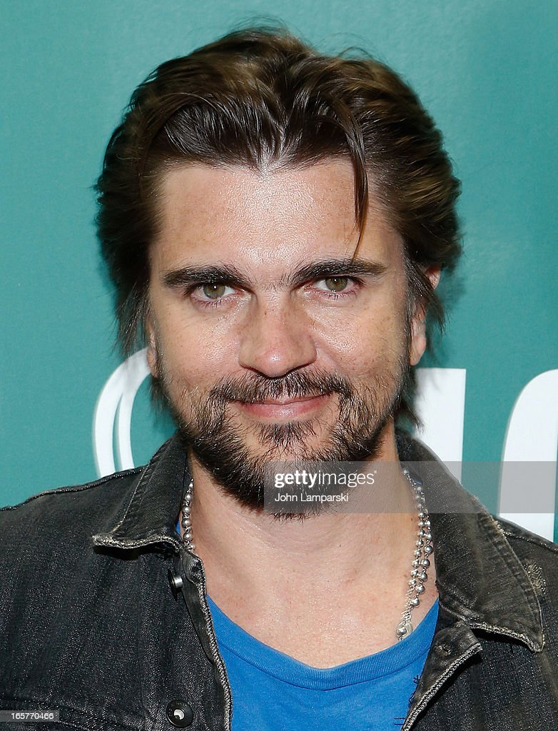<a gi-track='captionPersonalityLinkClicked' href=/galleries/search?phrase=Juanes&family=editorial&specificpeople=202467 ng-click='$event.stopPropagation()'>Juanes</a> promotes 'Chasing The Sun' at Barnes & Noble Union Square on April 5, 2013 in New York City.