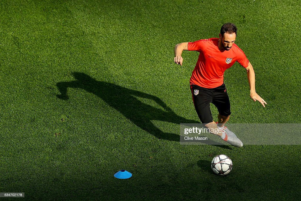 <a gi-track='captionPersonalityLinkClicked' href=/galleries/search?phrase=Juanfran+-+Soccer+Right+Back+born+1985&family=editorial&specificpeople=2634439 ng-click='$event.stopPropagation()'>Juanfran</a> of Atletico Madrid runs with the ball during an Atletico de Madrid training session on the eve of the UEFA Champions League Final against Real Madrid at Stadio Giuseppe Meazza on May 27, 2016 in Milan, Italy.