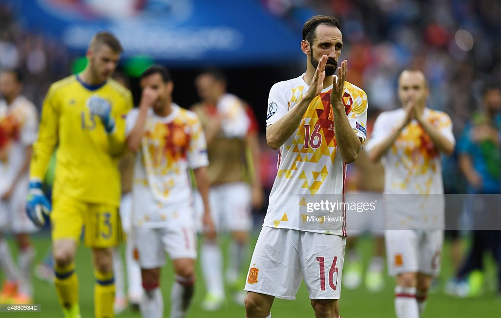 Juanfran of Spain applauds the supporters after his team's 0-2 defeat in the UEFA EURO 2016 round of 16 match between Italy and Spain at Stade de France on June 27, 2016 in Paris, France.