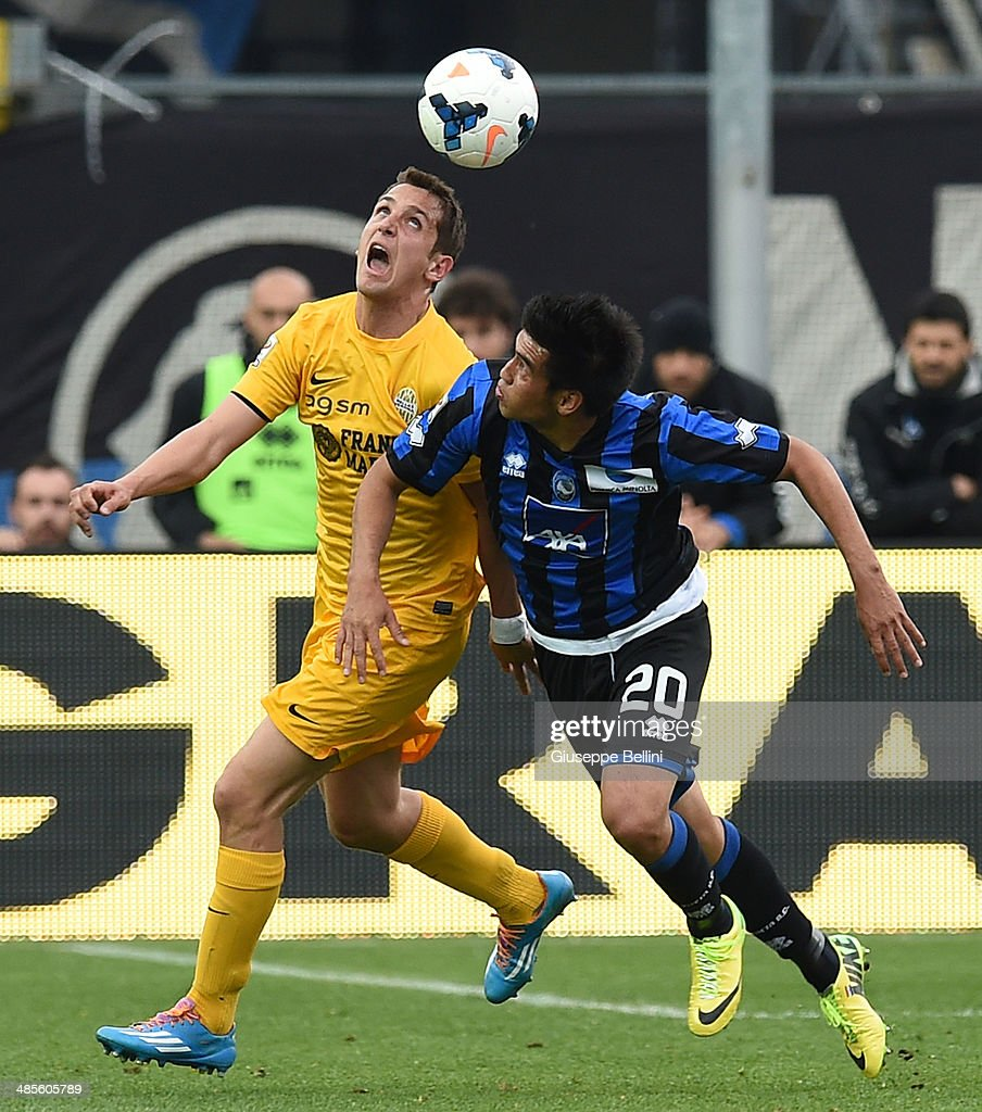 Juanito of Hellas Verona and <a gi-track='captionPersonalityLinkClicked' href=/galleries/search?phrase=Marcelo+Estigarribia&family=editorial&specificpeople=5356243 ng-click='$event.stopPropagation()'>Marcelo Estigarribia</a> of Atalanta in action during the Serie A match between Atalanta BC and Hellas Verona FC at Stadio Atleti Azzurri d'Italia on April 19, 2014 in Bergamo, Italy.