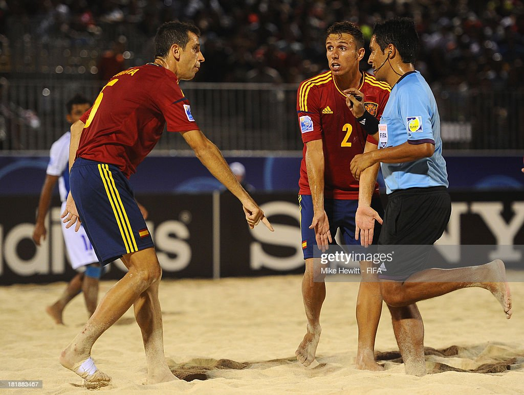 Juanma and Cintas of Spain remonstrate with referee Patricio Blanca during the FIFA Beach Soccer World Cup Tahiti 2013 Quarter Final match between Spain and El Salvador on at the Tahua To'ata Stadium on September 25, 2013 in Papeete, French Polynesia.