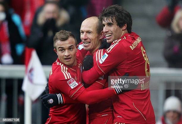 JUbel von Javi Martinez FC Bayern München Arjen ROBBEN FC Bayern München und Xherdan Shaqiri FC Bayern München nach dem Tor zum 10 1 Bundesliga...