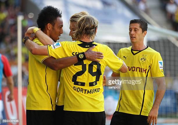 Jubelder BVB Spieler mit PierreEmerick Aubameyang Marco Reus Robert Lewandowski Marcel Schmelzer mit dem dreifachen Torschützen PierreEmerick...