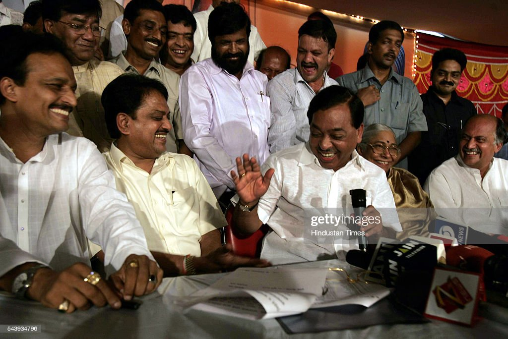 A jubiliant Chief Minister Vilasrao Deshmukh flanked by Bhai Jagtap and expelled Shiv Sena leader Narayan Rane who announced his decision to join the Congress at a press conference on Monday. His formal induction will take place on July 28.