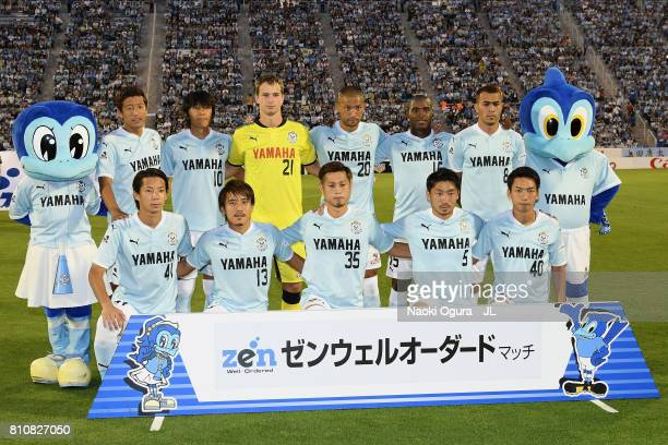 Jubilo Iwata players line up for the team photos prior to the JLeague J1 match between Jubilo Iwata and Ventforet Kofu at Yamaha Stadium on July 8...