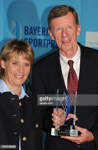 Jubiläumsgala 10 Jahre Bayerischer Sportpreis in der BMWWelt München Rennfahrerin Jutta Kleinschmidt und Rallyefahrer Walter Röhrl