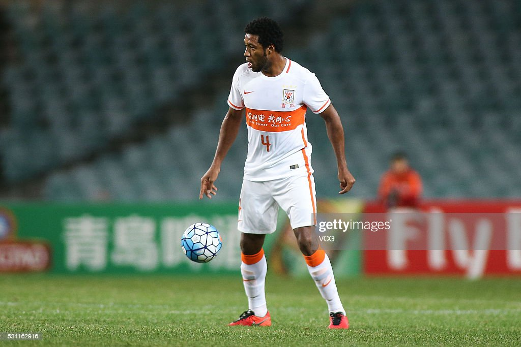 <a gi-track='captionPersonalityLinkClicked' href=/galleries/search?phrase=Jucilei&family=editorial&specificpeople=5934562 ng-click='$event.stopPropagation()'>Jucilei</a> #4 of Shandong Luneng drives the ball during the AFC Champions League match between Sydney and Shandong Luneng at Allianz Stadium on May 25, 2016 in Sydney, Australia.