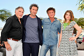 Judd Hirsch Paolo Sorentino Eve Hewson and Sean Penn at the photo call for 'This must be the place' during the 64th Cannes International Film Festival