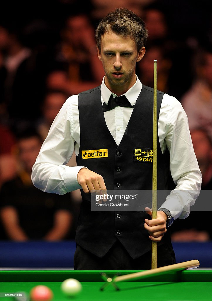 <a gi-track='captionPersonalityLinkClicked' href=/galleries/search?phrase=Judd+Trump&family=editorial&specificpeople=4254560 ng-click='$event.stopPropagation()'>Judd Trump</a> of England eyes up a shot during his quarter-final match against Graeme Dott of Scotland on day 6 of The Masters at Alexandra Palace on January 18, 2013 in London England.
