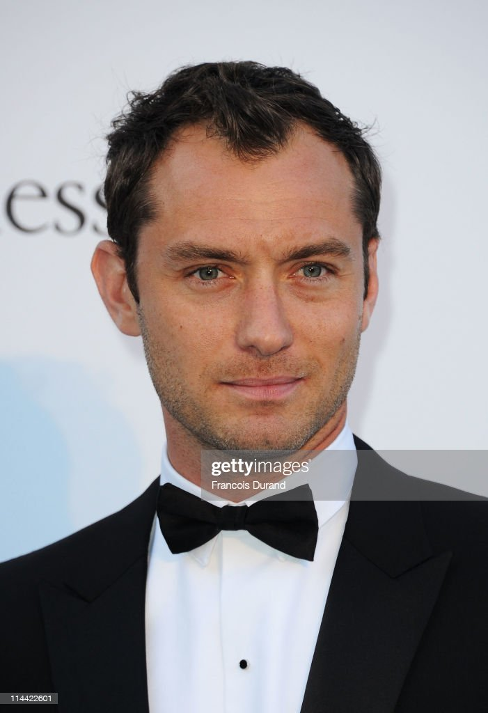 Jude Law attends amfAR's Cinema Against AIDS Gala during the 64th Annual Cannes Film Festival at Hotel Du Cap on May 19, 2011 in Antibes, France.