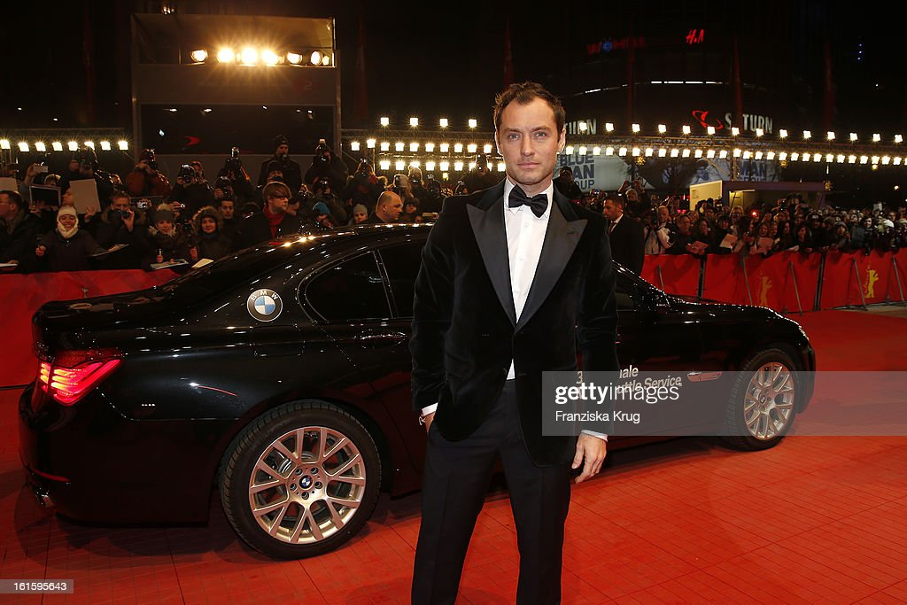 <a gi-track='captionPersonalityLinkClicked' href=/galleries/search?phrase=Jude+Law&family=editorial&specificpeople=156401 ng-click='$event.stopPropagation()'>Jude Law</a> attends 'Side Effects' Premiere - BMW at the 63rd Berlinale International Film Festival at Berlinale Palast on February 12, 2013 in Berlin, Germany.