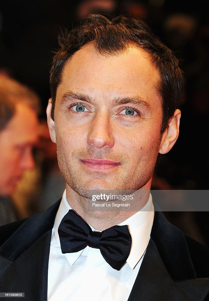 <a gi-track='captionPersonalityLinkClicked' href=/galleries/search?phrase=Jude+Law&family=editorial&specificpeople=156401 ng-click='$event.stopPropagation()'>Jude Law</a> attends the 'Side Effects' Premiere during the 63rd Berlinale International Film Festival at Berlinale Palast on February 12, 2013 in Berlin, Germany.