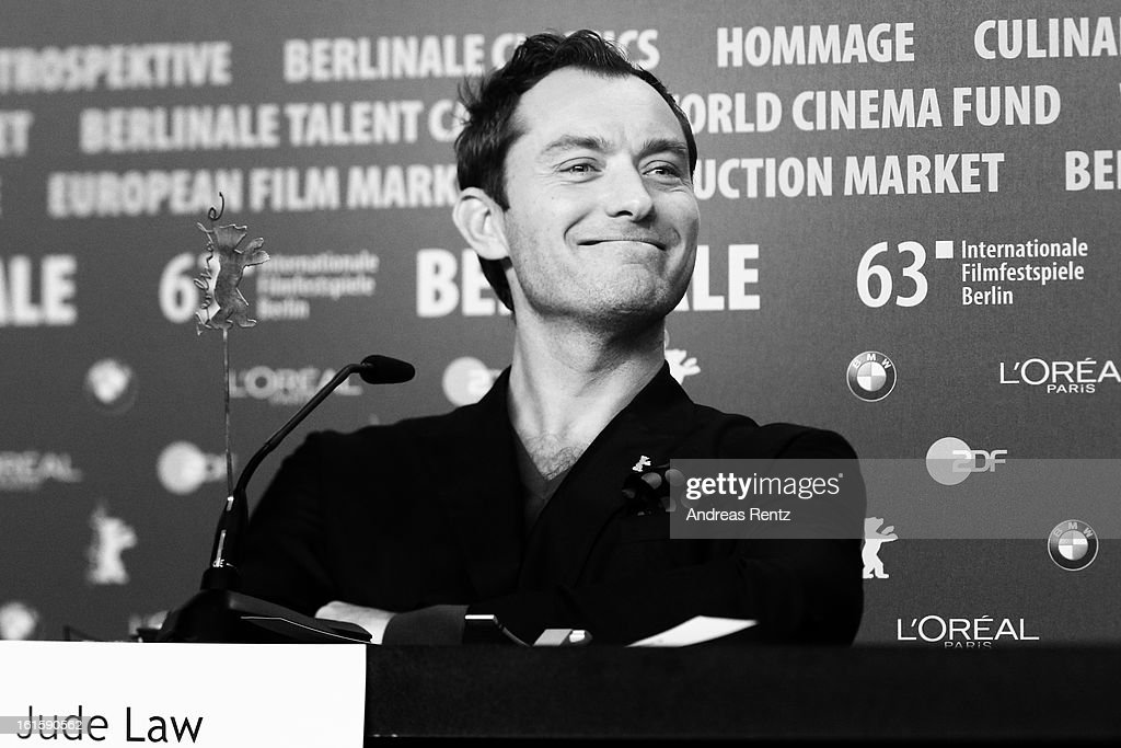 <a gi-track='captionPersonalityLinkClicked' href=/galleries/search?phrase=Jude+Law&family=editorial&specificpeople=156401 ng-click='$event.stopPropagation()'>Jude Law</a> attends the 'Side Effects' press conference during the 63rd Berlinale International Film Festival at the Grand Hyatt Hotel on February 12, 2013 in Berlin, Germany.